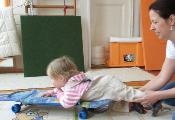 A TSMT-gyakorlatokat odahaza végzi a szülő a gyermekkel
