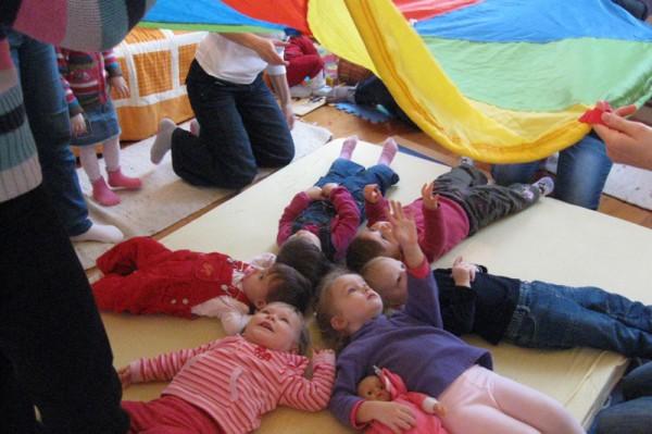 Az egyéni fejlesztés mellett csoportos baba-mama tornákkal is várja az anyukákat a Kicsimaros