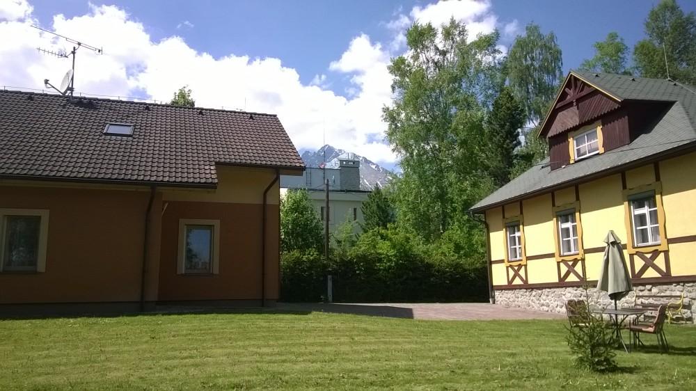 Az Ema panzió udvarán Tátralomnicon - Fotó Horváth Tivadar
