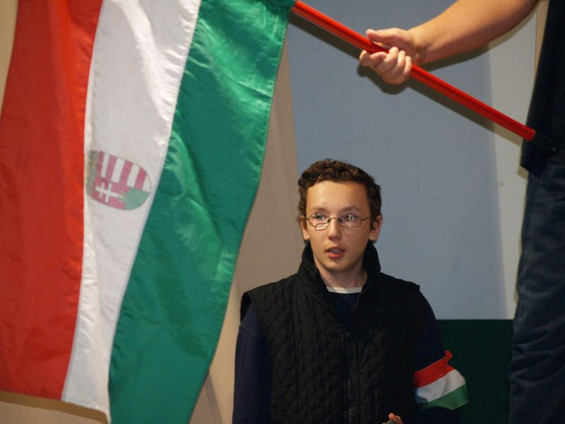 Az október 23-i ünnepi műsor a Kismarosi Vilcsek Gyula Általános Iskola diákjainak előadásában - Fotó: Aradi Szilveszter